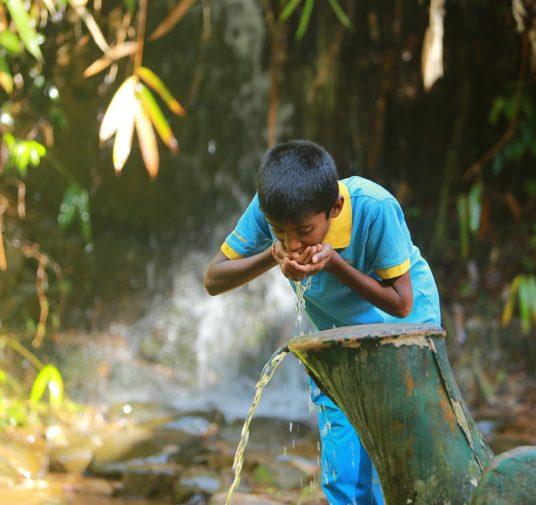 Aucun service élémentaire d'approvisionnement en eau potable - ce phénomène touche près de 570 millions d'enfants dans le monde